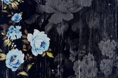 与破旧的别致的葡萄酒玫瑰的被剥皮的木纹理 库存图片