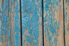 与破旧的蓝色油漆的老木纹理 免版税库存照片