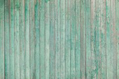 与破裂的油漆的老木板条 库存图片