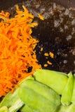 与破裂的胡椒调味料的夏天菜 免版税库存照片