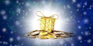 与硬币的圣诞节和新年的背景和在金包装的,落的雪和自由空间的礼物盒文本的 免版税库存照片