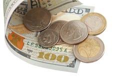 与硬币的$ 100票据 免版税库存照片