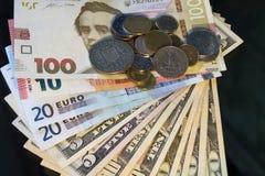 与硬币金钱的欧洲钞票 库存照片