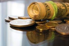 与硬币金钱的欧洲钞票 免版税库存照片