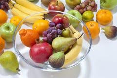 与碗的新鲜水果 库存图片