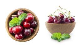 与碗的樱桃果子在白色 套樱桃 在白色的新红色樱桃位置隔绝了与拷贝空间的背景 Backgrou 库存图片