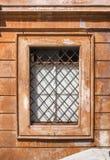 与磨碎的窗口 免版税库存图片
