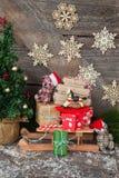 与礼物的一点雪橇 免版税图库摄影