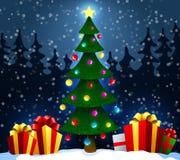 与礼物的圣诞树在雪在冬天森林圣诞节和新年背景中 也corel凹道例证向量 免版税库存图片