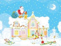 与礼物的圣诞老人在屋顶 免版税库存照片