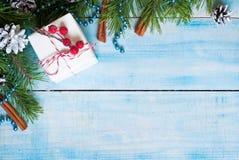与礼物的圣诞节背景 免版税库存图片