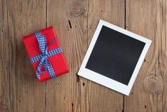 与礼物的立即照片 免版税库存图片