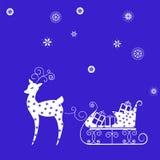 与礼物的驯鹿雪橇在蓝色背景 免版税库存照片