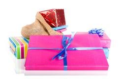 与礼物的黄麻袋子;在Sinterklaas事件的荷兰传统 免版税库存照片