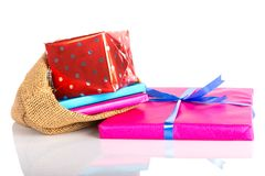 与礼物的黄麻袋子;在Sinterklaas事件的荷兰传统 免版税库存图片