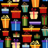 与礼物盒的无缝的样式在不同 免版税库存图片