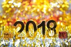 与礼物盒的金黄2018个3d数字式象 免版税库存图片