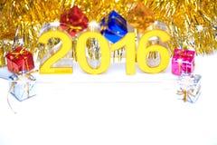 与礼物盒的金黄2016个3d数字式象 免版税库存照片