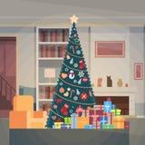 与礼物盒议院室内装璜新年快乐横幅的圣诞节绿色树 免版税库存照片