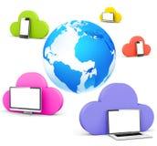 与社会网络的地球和云彩塑造泡影 免版税库存图片