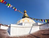 与祷告旗子的Bodhnath stupa 免版税库存照片