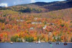 与秋叶,魁北克,加拿大的Mont Tremblant 免版税库存图片