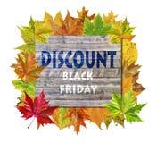 与秋天叶子和词黑星期五折扣的木立方体 库存图片