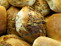 与种子的开胃小圆面包 图库摄影