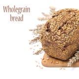 与种子的整个五谷面包在一个木板,被隔绝 免版税库存图片