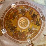 与科普特人的壁画绘画的圆顶包括生活花在圣保罗&圣Mercurius,埃及教会的  免版税库存图片