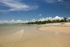 与积云的美丽的海滩在KeGa,越南 免版税图库摄影