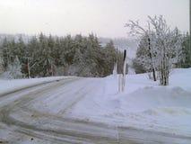 与积雪的街道的美好的冬天风景 库存图片