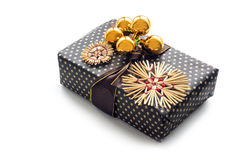 与秸杆星和金黄中看不中用的物品的圣诞节礼物 库存图片