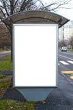 与空白的广告牌的汽车站 免版税库存照片