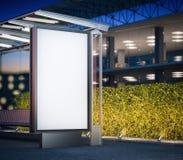 与空白的广告牌的现代公共汽车站在晚上 3d翻译 库存照片