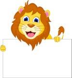 与空白的标志的逗人喜爱的动画片狮子 免版税库存照片