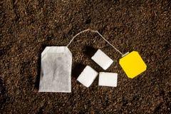 与空白的标签的茶包 免版税库存图片