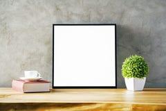 与空白的框架的表 免版税库存图片