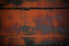 与空白的背景 在桔子部分地绘的金属的纹理 免版税库存图片