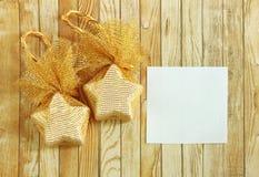 与空白笔记本的圣诞节装饰 库存照片