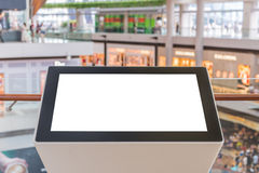 与空的拷贝空间的LCD电视在百货商店或广告牌bl 免版税库存照片
