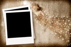 与空的照片框架的圣诞卡天使 免版税库存照片