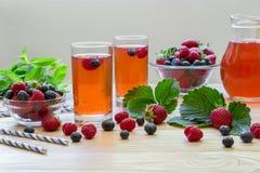 与空的空间的新鲜的莓果蜜饯文本的 免版税库存照片
