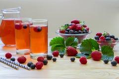 与空的空间的新鲜的莓果蜜饯文本的 库存图片