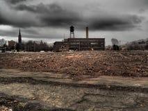 与空置工厂的城市衰退 免版税库存图片
