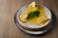 与空间的可口开胃柠檬蛋糕文本的 免版税库存图片