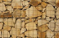 与空间的艺术粗砺的被传统化的质地横幅文本的 金属滤网拿着许多石头 免版税库存照片