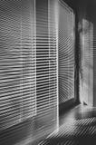 与窗帘的窗口在办公室 库存照片