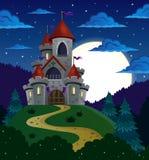 与童话城堡的夜场面 免版税图库摄影