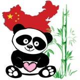 与竹和中国旗子的小的逗人喜爱的熊猫 免版税库存图片